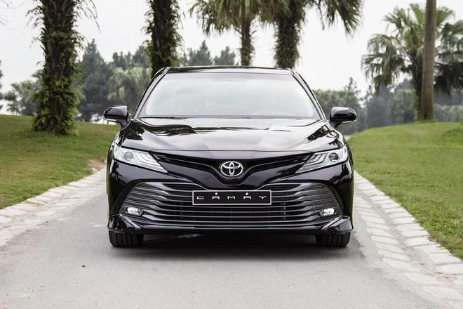 Toyota Camry - Không còn góc dáng của sự già nua
